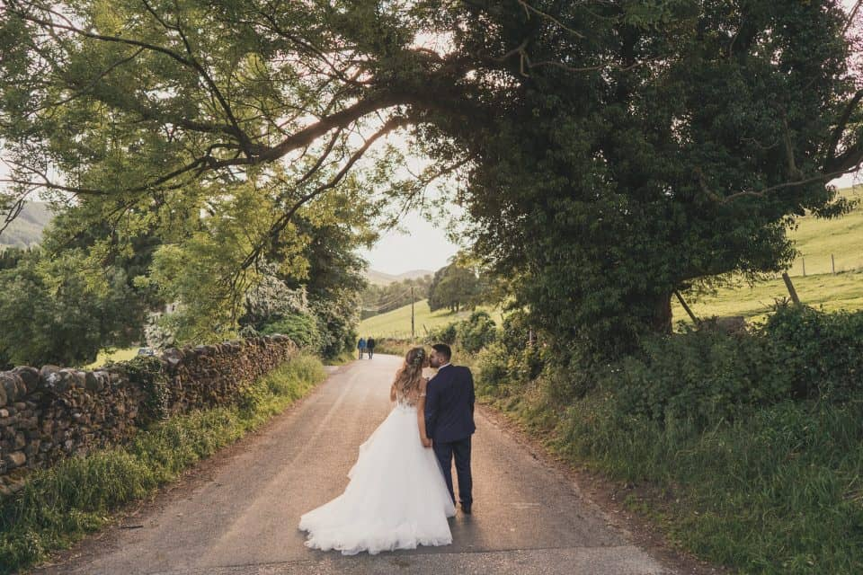Cruck Barn, Craven Arms, Appletreewick Wedding